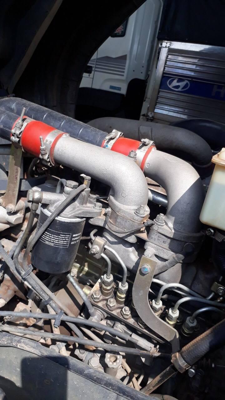 các đường ống dầu xe cũ