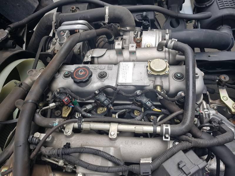 động cơ isuzu của xe ben 2 tấn