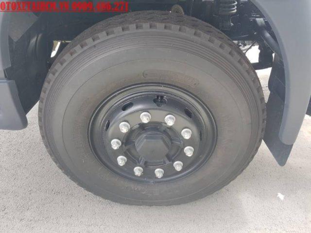 lốp trước của xe