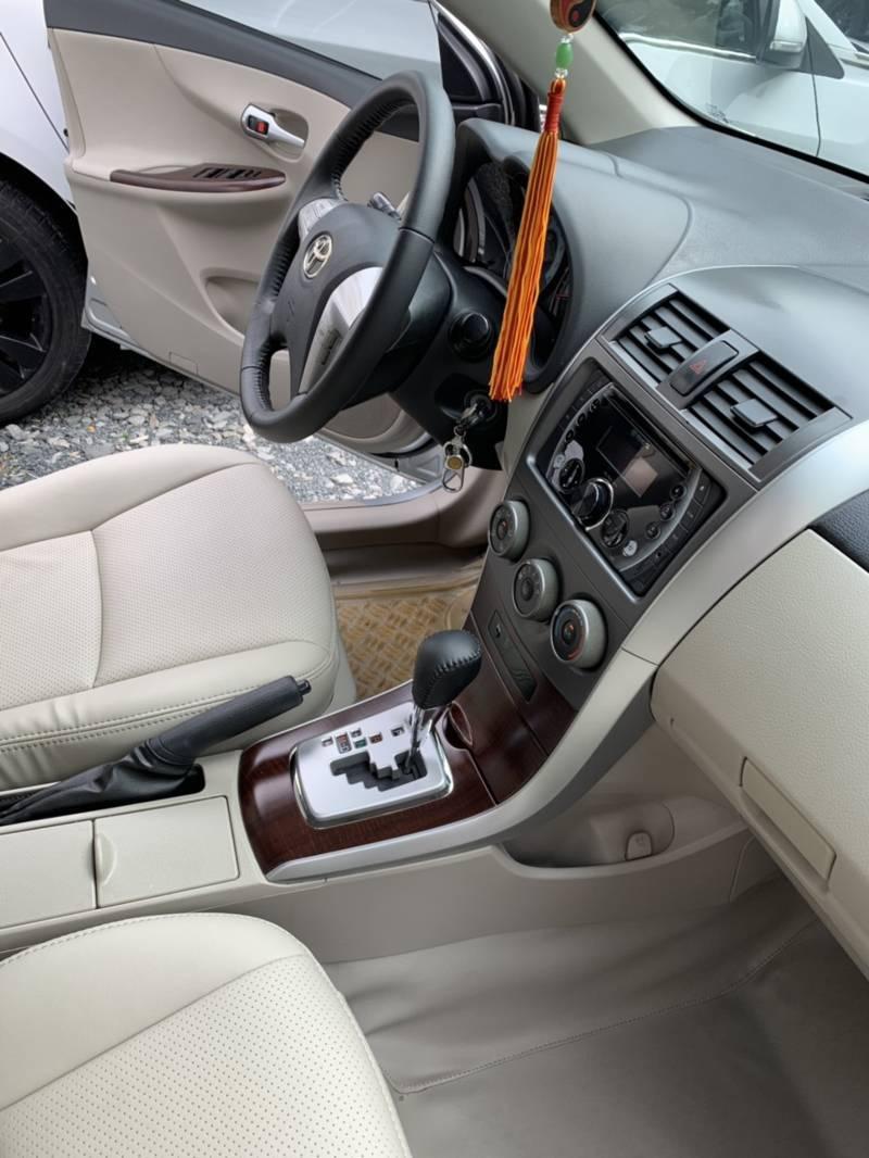 nội thất của xe toyota cũ