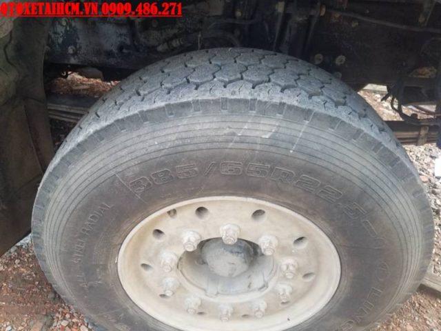 lốp xe ben hyundai 4 chân cũ